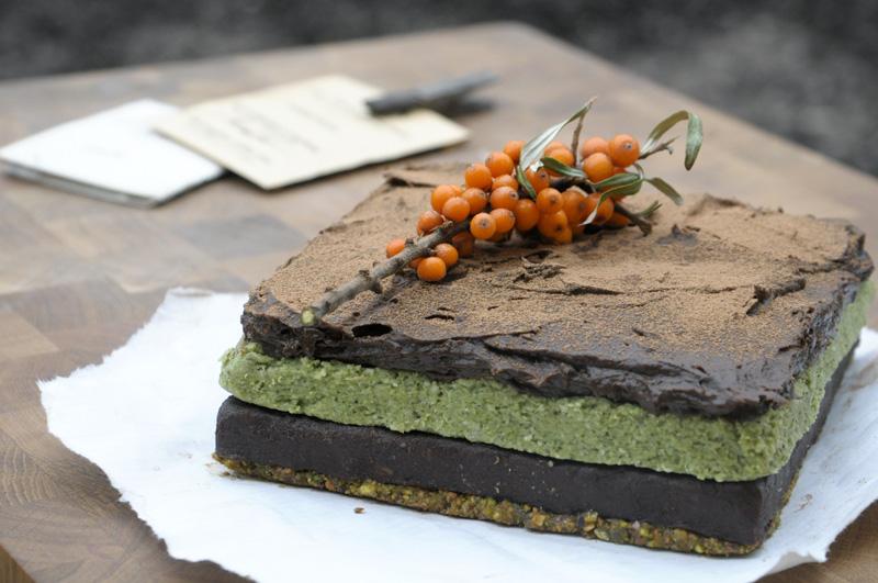 Peachy Birthday Layer Cake A La Earthsprout Green Kitchen Stories Funny Birthday Cards Online Kookostrdamsfinfo