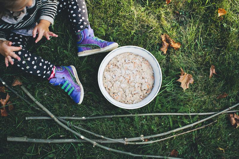 Autumn_plum_stick_bread_05