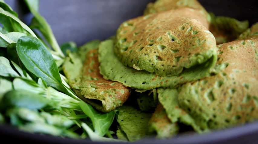 Spinach Crêpes with Apple & Chickpeas