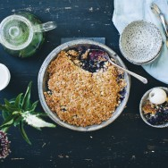 Black_and_blueberry_crumble_3